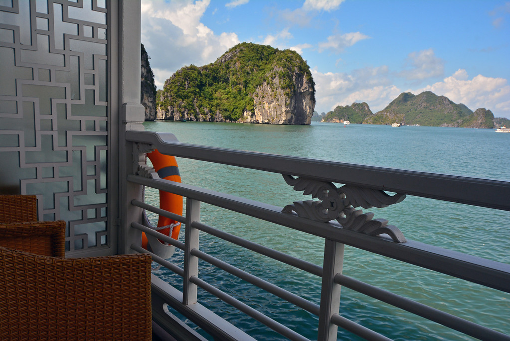 Au Co Cruise Halong Bay Vietnam